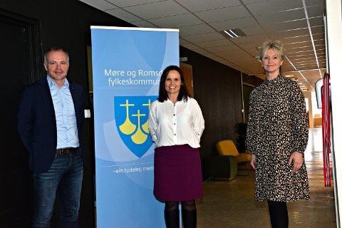 Ordfører Kjell Neergaard, prosjektleder Monica Kjøl Tornes og fylkesordfører Tove-Lise Torve.