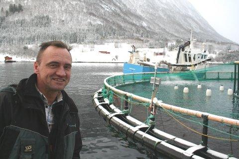 Administrerende direktør Edvard Henden i Averøy-selskapet Nordic Halibut har avlyst børsnoteringen foreløpig. Her er han ved selskapets matfiskanlegg i Krekvikbogen ved Eide.