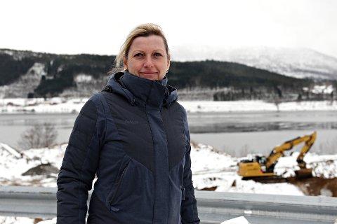 Heidi Nilsen, leder i prosjektstyret for SNR, på Hjelset der det nye akuttsykehuset skal bygges.