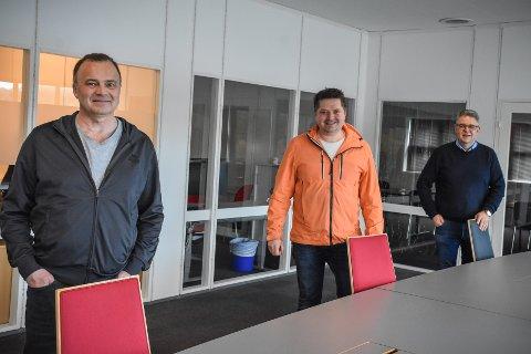 Eierne av OceanFront: Nils-Erik Pettersen (, fra venstre, daglig leder i aPOINT), Asgeir Sletta og Frank Ellingsen. Trioen er stolte av å ha utvidet kontrakten med OKEA.