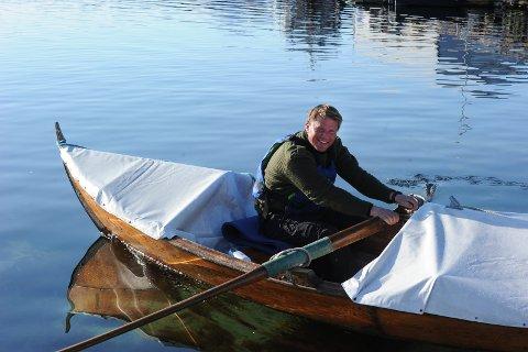 Lørdag la Arne Kristoffersen ut fra Langøya i et alldeles herlig vårvær. Flatt hav ventet læreren som har hatt en fantastisk reise med oselveren sin så langt.