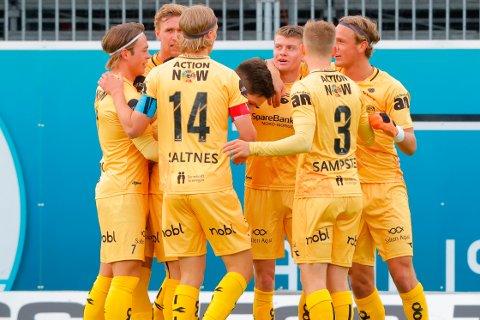 Sondre Sørli (i midten) sendte Bodø/Glimt i ledelsen mot gamleklubben Kristiansund.