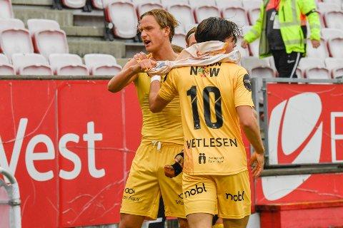 Het: Erik Botheim feirer sammen med Hugo Vetlesen etter å ha satt inn vinnermålet for Bodø/Glimt mot Brann i Bergen.