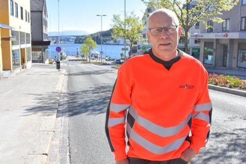KRITIKK: Ole-Johnny Hesjevik understreker at han ikke kritiserer politiets ressursbruk på selve ulykken, men han er sterkt kritisk til hvordan trafikkavviklingen ble håndtert da riksveien ble stengt.