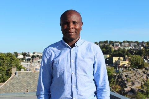 Bærekraftskoordinator Edwin Mutuma Murungi i Kristiansund kommune bidrar aktivt i arbeidet med å gjøre Kristiansund til en mer bærekraftig kommune.