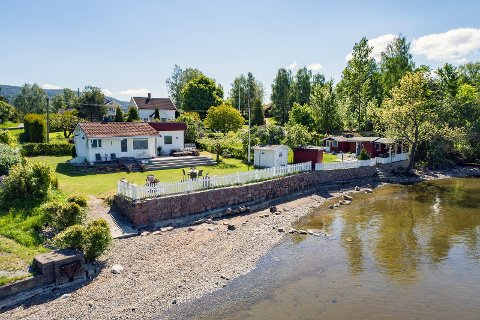 SELGER: Ranveig og Svein Helge Strømsholm selger hytta på Hyggen for 4,5 millioner kroner.