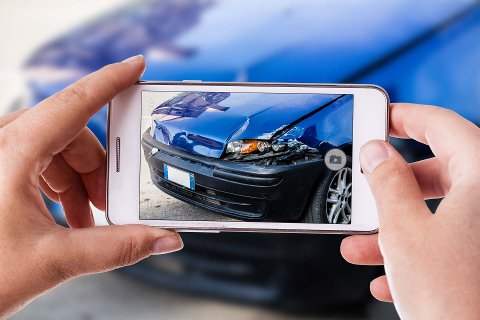 Høysesong: Fellesferien, med mange biler på veiene, er høysesong for ulykker i trafikken. Ifølge forsikringsselskapet Tryg er det menn i alle aldre som dominerer ulykkesstatistikken.