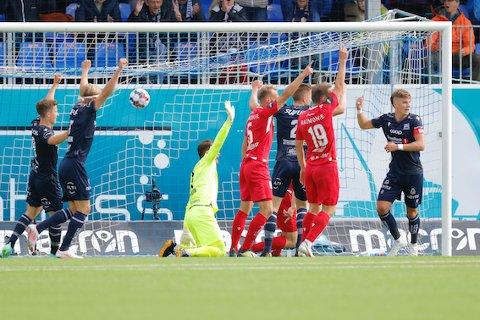 KBK scoret to ganger mot Sandefjord søndag kveld. Det kunne vært tre, men denne scoringen ble derimot annulert for offside. Korrekt, får vi legge til.
