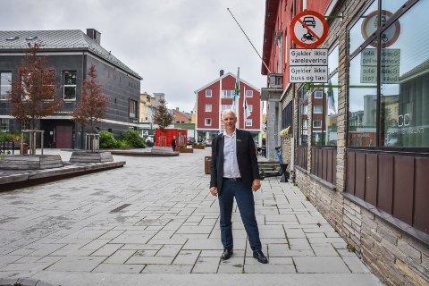 GODT BELEGG: John Olav Ferstad, hotelldirektør for Quality Hotel Grand Kristiansund, og de andre hotellene i Kristiansund kan vise til en beleggsprosent på 86,5, noe som er tredje best av de norske byene som Benchmarking Alliance har med i sin rapport.