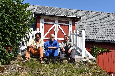 Tilfeldigheter gjorde at Peter Sutton og Beate Vigeland Arnesen bestemte seg for å vise fram kunstutstillingene sine hos Galleriet ved havet. Gallerist Per Kristian Solbakken ser veldig frem til responsen til kunstutstillingene fra besøkende.