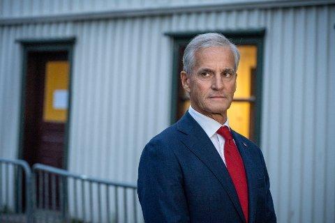 Jonas Gahr Støre skal møte representanter for lokale bedrifter.