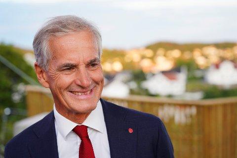 Jonas Gahr Støre bekrefter at Ap nasjonalt vil sikre fellessykehuset på Hjelset og at partiet vil opprettholde et desentralisert tilbud i Kristiansund.