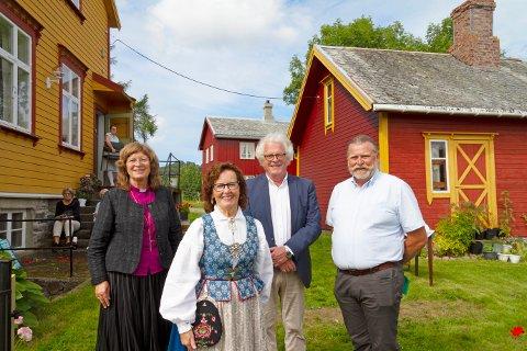Kvernes ble valgt som en av arenaene for Opplysningsvesenets fond (OVF) sine 200 års arrangementer. Fra venstre: Biskop Ingeborg Midtømme, leder for arrangementet Ann-Kristin Sørvik, Stig Fossum og Øyvind Sandvold fra OVF.