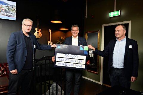 Nå skal det etableres et mekkeverksted for å øke rekrutteringen av fagarbeidere. Alf Hjelmaas, styreleder Ocean Network (fra venstre), Kolbjørn Heggdal, Sparebanken Møre og Nils Erik Pettersen, daglig leder i Ocean Network.