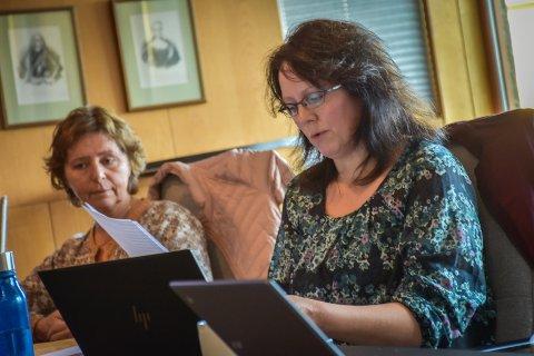 Kjersti Støen (Sp, til høyre) under onsdagens kontrollutvalgsmøte. Hun mener utvalget må være på vakt for å sikre at forvaltningsrevisjon og eierskapskontrollen av Havparkenselskapene blir gjennomført skikkelig.