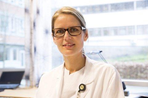 Maria Vandbakk-Ruether er smittevernoverlege ved Sykehuset i Vestfold. Hun opplyser at mange ansatte nå er i hjemmekarantene.