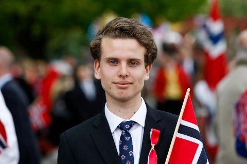 FORDOMSFRI: Jakob Semb Aasmundsen (19) holder dagens hovedtale i Tønsberg. Han ber deg om å være fordomsfri og inkluderende.