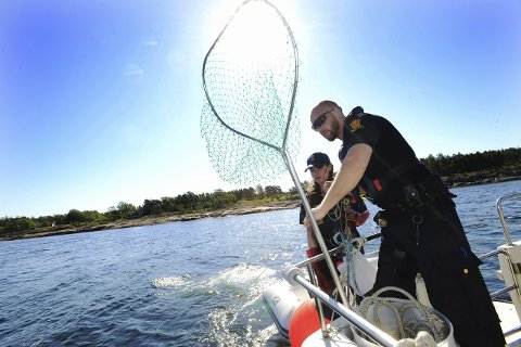 Dårlig fangst: Stort sett fant vi lovlig utsatt garn da Tønsbergs Blad fulgte Statens Naturoppsyns båt.