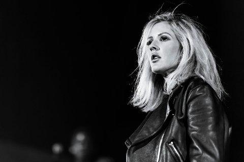 FORNØYD: Den britiske popstjernen Ellie Goulding var åpenbart fornøyd med portrettet fotograf Tom Lund fra Tønsberg tok under årets Slottsfjellfestival.