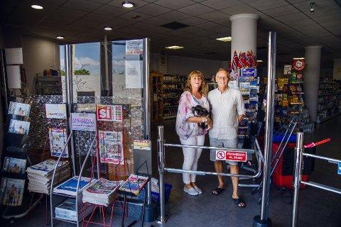 NORSK BUTIKK I SPANIA: Etter å ha drevet Scandigo Supermercado i Torrevieja i 15 år, vender nå Nøtterøy-paret tilbake til Norge.