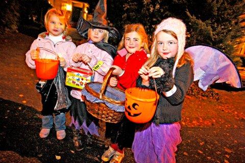 Halloween, f.v. Lise Mari Myhre, Frida Oline Kleivan, Tiril Trandokken og Maia Husby. Foto: Svein André Svendsen