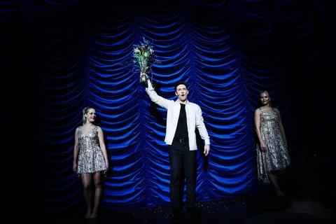 Alexx Alexxander fikk fredag under sitt show i Oslo konserthus Merlin Award av den største av de internasjonale illusjonistforeningene, International Magicians society.