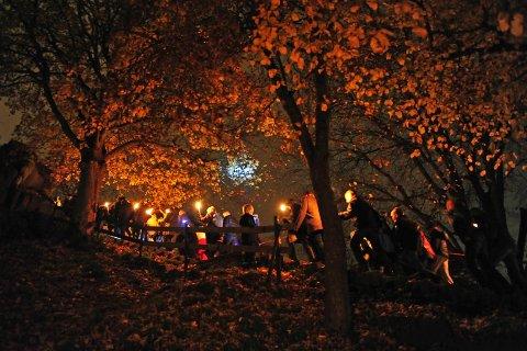 NATTEVANDRING: Fredag blitt det nattevandring når Slottsfjellsmuseet inviterer til «Natt på museet», og slik så det under fjorårets arrangement.
