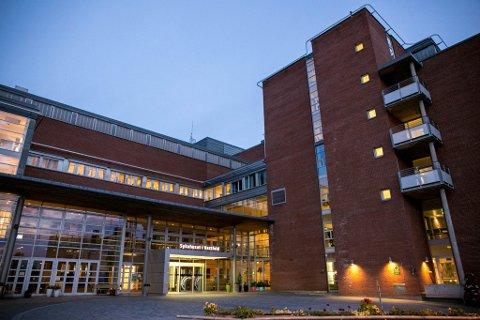 DØMT: En overlege ble dømt for kroppskrenkelse mot kollegaen sin etter at han tok tak i vedkommende under en vakt ved Sykehuset i Vestfold.