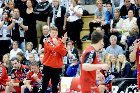 TILBAKE PÅ TRENERBENKEN: Johnny Jensen i aksjon for Nøtterøy forrige sesong. I kveld leder han ØIF Arendal som et ledd i trenerutdannelsen.