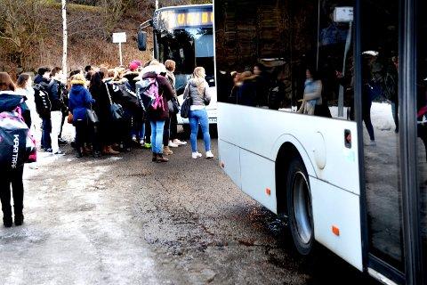 NYE BUSSTIDER: – Mange skoleelever som går på blant annet Greveskogen VGS og Sandefjord VGS er avhengige av 021 bussen som går fra Holmestrand Stasjon til Tønsberg Rutebilstasjon, sier Andreas Kristiansen fra Fremskrittspartiets ungdom.