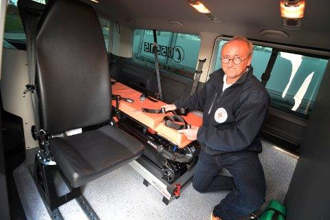 FORNØYD: Daglig leder i Vestfold Røde Kors, Bjørn Hjalmar Andersen, gleder seg over å ha undertegnet kontrakten med SiV om syketransport i Vestfold.