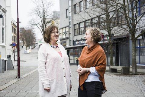 Innovativ satsing: Karen Kaasa, kommunalsjef for helse og omsorg i Larvik kommune (t.v)  og Heidi Christensen, ny prosjektleder i forprosjektet til en felles demenslandsby her i Vestfold, står i front for en ny måte å tenke eldreomsorg på.