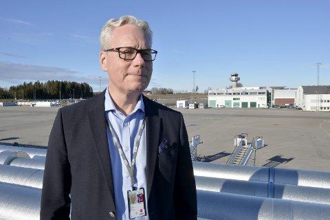 DRAMATISK NEDGANG: – Vi gikk fra ca. 10.000 passasjerer daglig til 20-30 på det dårligste og rundt 100 på en veldig god dag, sier adm. direktør Gisle Skansen.