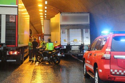 ULYKKESMÅNED: I juli skjedde det 31 trafikkulykker på vestfoldske veier. Bildet er fra Paulertunnelen i Larvik, der to trailere kolliderte.