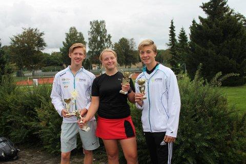 Slo fra seg: Fra venstre: Marius Paltto, Marlene Hallerud Lofsberg og Mathias Fredriksen.