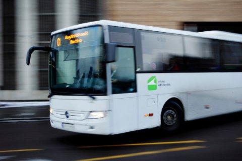 TI KRONER: Frister det å ta bussen for en tier?