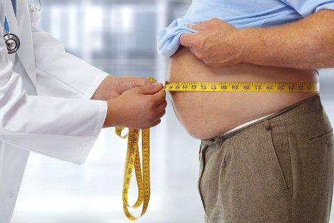ALKOHOL: Mange tyr til alkoholmisbruk etter en fedmeoperasjon.