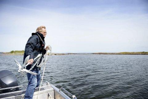 Står på: Nøtterøy-ordfører og styreleder i Færder nasjonalpark, Roar Jonstang, vil at flere skal kunne kaste dreggen og fiske torsk i framtida. foto: Anne Charlotte Schjøll