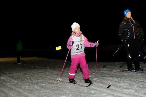 IVRIG: Hermine Victoria Arntzen-Hegdahl (6) har gått mange karusellrenn i Storås.