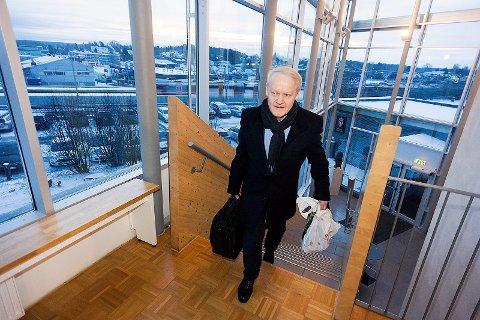 MÅ SVARE: Bernt Aksel Larsen må svare på spørsmål om økonomien i selskaper rundt menigheten Brunstad Christian Church under ed.