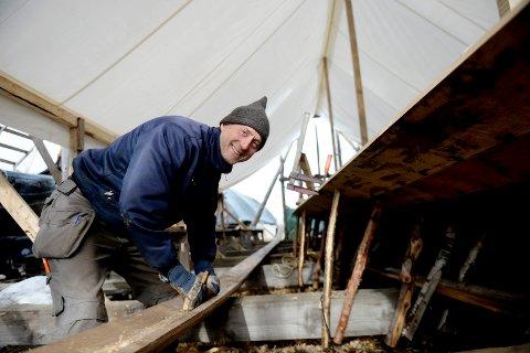 SKIPSBYGGER: Jan Vogt Knutsen var byggeleder på Klåstadskipet. Nå skal han lede arbeidet med å bygge et nytt vikingskip.