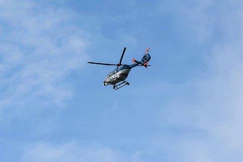 SØKER: Politihelikopteret er satt inn i letingen etter den tyske turisten.