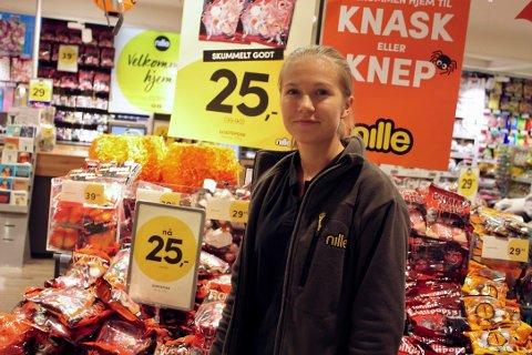 GODE TALL: Butikksjef hos Nille, Michelle Strandskog, opplever stor pågang i oktober.