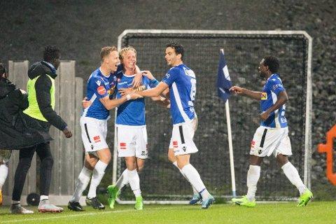 NOMINERT: Sandefjord Fotball. Her jubler spillere etter scoring på Komplett Arena. Foto: Audun Braastad / NTB scanpix