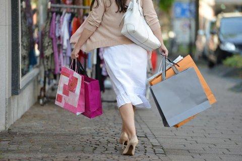 STADIG MER: Vi legger igjen stadig flere kroner i butikkene på Black Friday, av onde tunger også kalt blakkefredag.