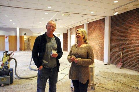 OPPGRADERING: I 2013 gikk den fysiske oppussingen av Nøtterøy kulturhus i gang. Nå kan kultursjef Einar Schistad og markedsansvarlig Kirsti Danielsen melde om digital forbedring.