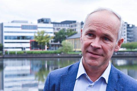 FIKK DET SOM HAN VILLE:  Statsråd Jan Tore Sanner kan le hele veien til Høyres Hus.