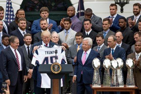 NASJONALFØLELSE: Hva heter laget som vant Super Bowl 2017?