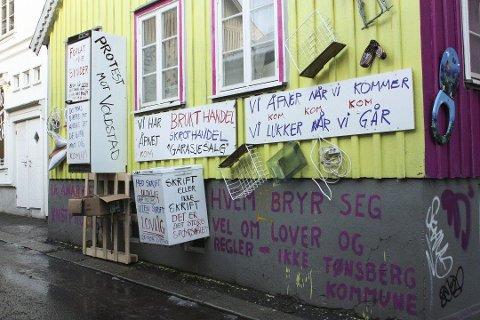 PROTEST: Dette er en reaksjon på Tønsberg kommune etter artikkelforfatterens mening ikke følger eget vedtak. Foto: Thea Svensen