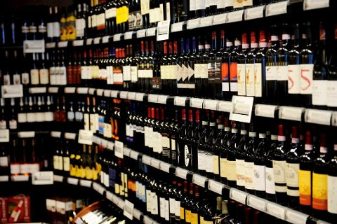 Til sammen ble det kjøpt 2,2 millioner liter alkohol via Vinmonopolets nettbutikk i fjor.